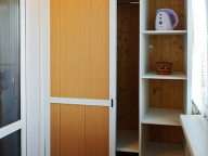 Шкаф купе для хранения вещей на балконе