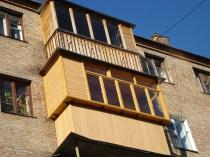 Деревянные рамы для остекления балкона