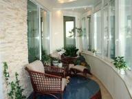 Оригинальный дизайн комнаты на балконе