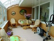 Спортивный уголок и зону для отдыха вполне может вместить большой балкон