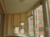 Рулонные шторы на балконе