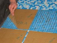укладка мозаики на сетке